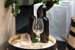 Czara i wina butelki na drewnianej baryłce Obrazy Royalty Free