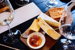 czara ręki degustaci wino Fotografia Stock