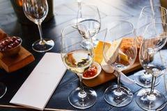 czara ręki degustaci wino Obraz Royalty Free