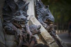 czarcia postać, brązowa rzeźba z demonic gargulecami i monste, Fotografia Royalty Free