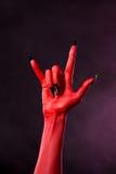 Czarcia ręka pokazuje ciężkiego metalu gest Obrazy Royalty Free
