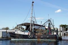Czarna łodzi rybackiej strona Zdjęcie Stock