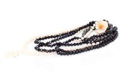 Biżuteria z perłami z różą Zdjęcie Stock
