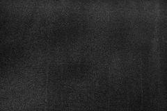 Czarna deska z śladami kreda nad swój powierzchnią jako tło zdjęcia stock