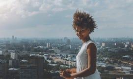 Czarna dziewczyna na wysoki balckony Obrazy Stock
