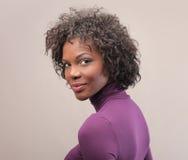 Czarna dziewczyna w purpurach Fotografia Royalty Free