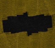 Czarna dziura pęka w żółtej ścianie Łamany betonowy szablon dla zawartości Obrazy Stock