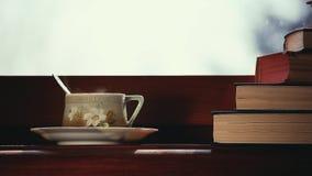 Czarna herbata rezerwuje materiału filmowego ranku czas zdjęcie wideo