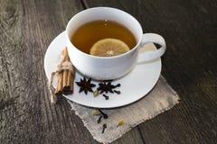 Czarna herbata z cytryną Fotografia Royalty Free