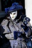 Czarna i błękitna maska przy karnawałem Wenecja obraz stock