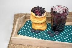 Czarna jagoda dżemu i chlebowej rolki sterta Fotografia Royalty Free