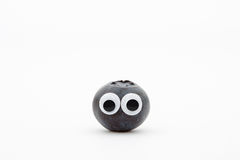 Czarna jagoda z googly oczami na białym tle Zdjęcia Royalty Free
