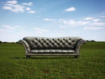 Czarna kanapa na zielonej łące ilustracja wektor