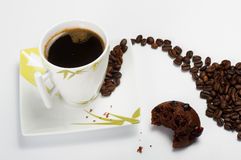 Czarna kawa z słodka bułeczka Zdjęcia Royalty Free