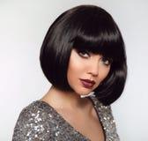 Czarna koczek fryzura Piękna Makeup, Srebny Robiący manikiur połysku gwóźdź obraz royalty free
