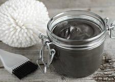 Czarna kosmetyczna powulkaniczna glina Zdjęcia Stock