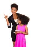 Czarna macierzysta córka pozuje szczęśliwie Obrazy Royalty Free