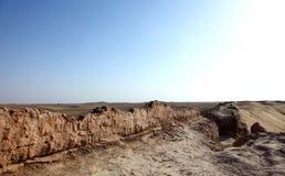Czarna miasto ruin antycznego miasta ściana w pustyni Fotografia Stock