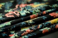 Czarna oferta barwił tkaninę, elegancja pluskoczący materiał Fotografia Stock