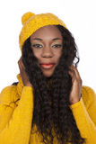 Czarna piękna kobieta z szalikiem i nakrętką Zdjęcie Royalty Free