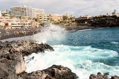 Czarna piasek plaża przy Tenerife wyspy Hiszpania vawe spalsh fotografia royalty free