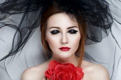 Czarna przesłony dziewczyna zdjęcia royalty free