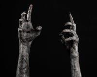 Czarna ręka śmierć chodzący nieboszczyk, żywego trupu temat, Halloween temat, żywy trup ręki, czarny tło, mamuś ręki zdjęcia stock