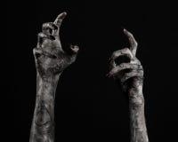 Czarna ręka śmierć chodzący nieboszczyk, żywego trupu temat, Halloween temat, żywy trup ręki, czarny tło, mamuś ręki fotografia royalty free