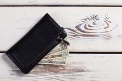 Czarna rzemienna kiesa z pieniądze zdjęcie stock