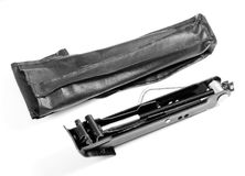 Czarna samochodowa dźwigarka odizolowywająca nad białym tłem fotografia stock