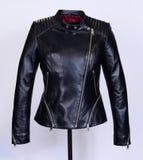 Czarna skórzana kurtka na popielatym tle Kolekcja wiosna 2017 Obraz Royalty Free