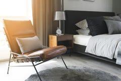 Czarna stołowa lampa z popielatym pościel stylem obraz stock