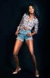 Czarna wzorcowa kobieta, amerykanin afrykańskiego pochodzenia mody kobieta uśmiecha się Zdjęcia Stock