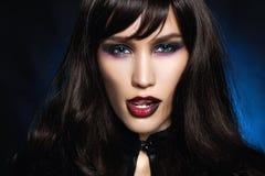 Czarna z włosami seksowna Halloweenowa makijaż dziewczyna obraz stock