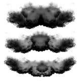 Czarne chmury dymu odizolowywać nad białym tłem royalty ilustracja