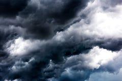 Czarne chmury na niebie, Ciemny tło, tapeta Zdjęcia Royalty Free