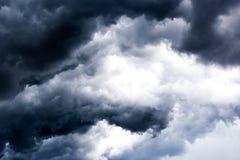 Czarne chmury na niebie, Ciemny tło, tapeta Obrazy Royalty Free