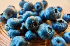 czarne jagody świeżo podnosić obraz stock