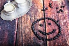 Czarne jagody W Dojnego szkła naczyniu Zdjęcie Royalty Free
