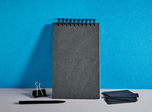 Czarne notatnika i wizyty karty Obrazy Stock