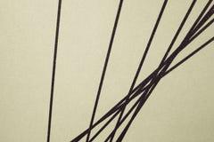 Czarne nteresting linie proste na beżowym tle, zdjęcia royalty free