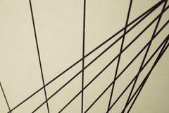 Czarne nteresting linie proste na beżowym tle, zdjęcie royalty free