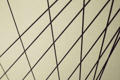 Czarne nteresting linie proste na beżowym tle, zdjęcia stock