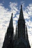 czarne sylwetki Wotywny kościół w Wiedeń także dzwonili Votivki zdjęcie royalty free