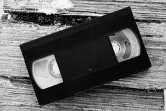 Czarnego Ñ€ÐΜÑ 'рР¾ wideo kaseta na kawałkach drzewo zdjęcie royalty free