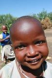 Czarnego Afrykanina Maasai plemienia uśmiechnięty dziecko, zakończenie Zdjęcie Royalty Free
