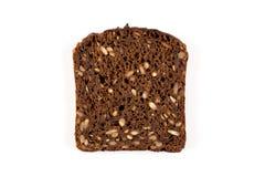 Czarnego chleba plasterek odizolowywający Fotografia Royalty Free