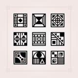 Czarnego kwadrata kształt deseniuje płytek ikony ustawiać na różowym tle ilustracja wektor