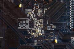 Czarnego narzędzia elektronicznego obwodu abstrakcjonistyczny deskowy komputer Obrazy Stock