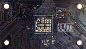 Czarnego narzędzia elektronicznego obwodu abstrakcjonistyczny deskowy komputer Zdjęcie Royalty Free